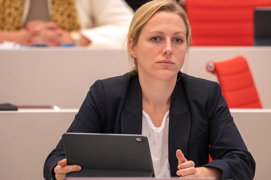 """Lena Duggen, die innenpolitische Sprecherin der AfD-Fraktion Brandenburg, sieht keine Rechtfertigung für """"einen so gravierenden Grundrechtseingriff""""."""