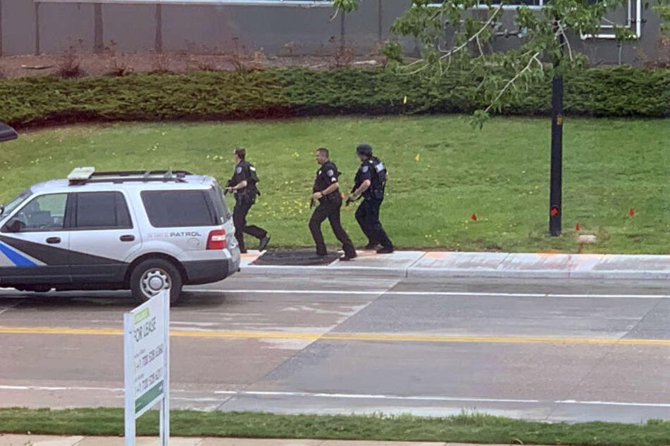 Bewaffnete Polizisten im Einsatz.