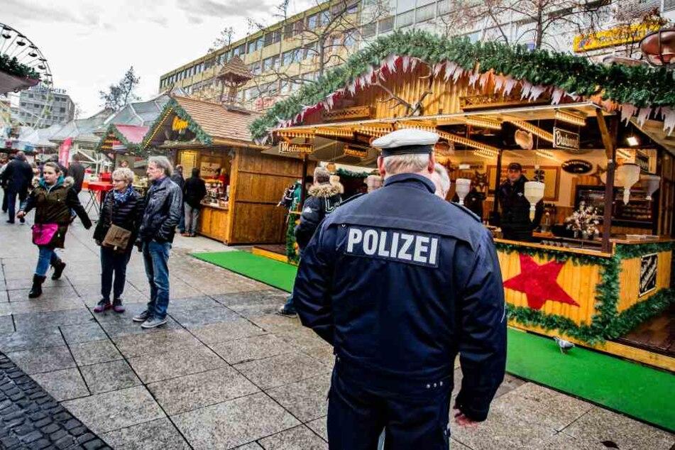 Angesichts anhaltender Terrorgefahr sollen die Sicherheitsmaßnahmen auf deutschen Weihnachtsmärkten in diesem Jahr wieder streng sein.