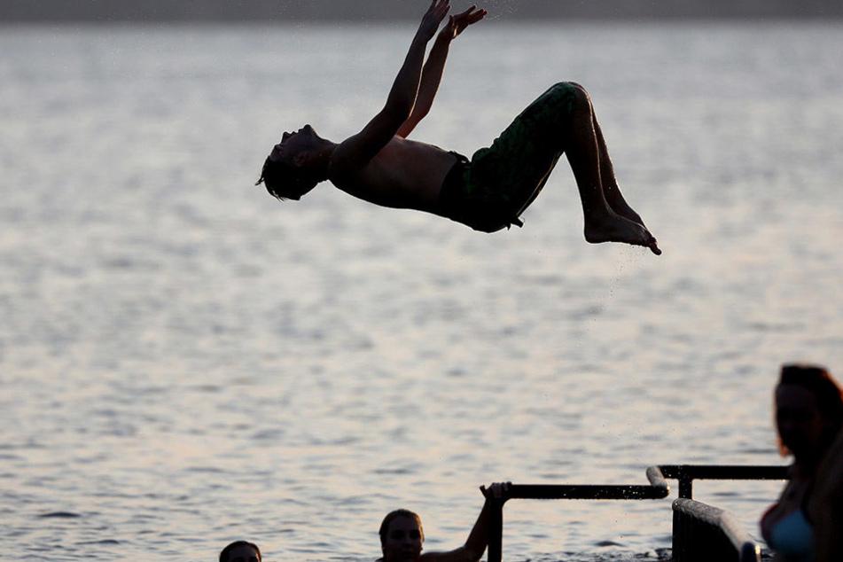 Da macht baden doppelt Spaß: Die Wasserqualität des Cospudener Sees ist tadellos.