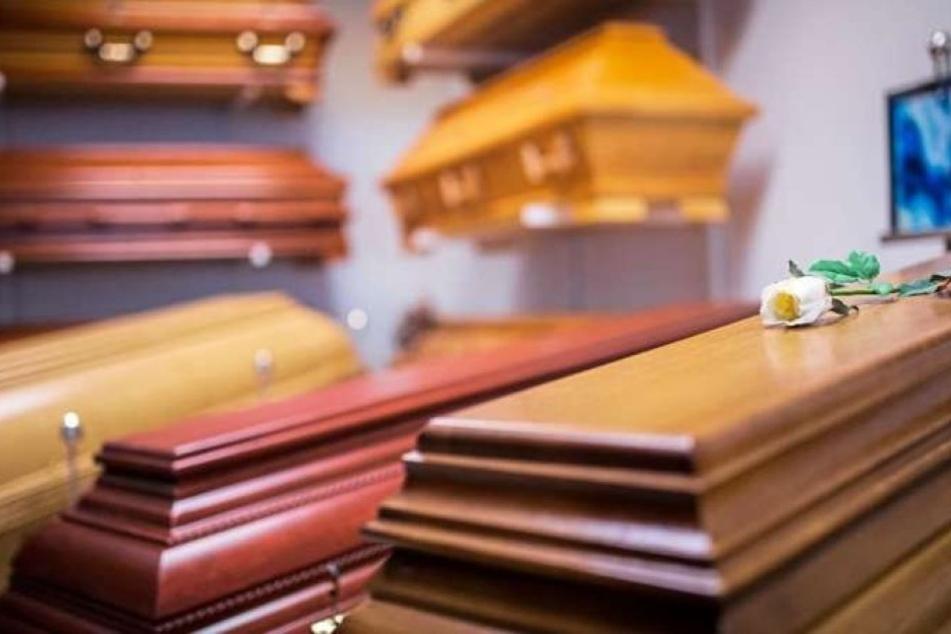 Der Vater organisierte für seinen vermeintlich toten Sohn eine große Beerdigung. (Symbolbild)