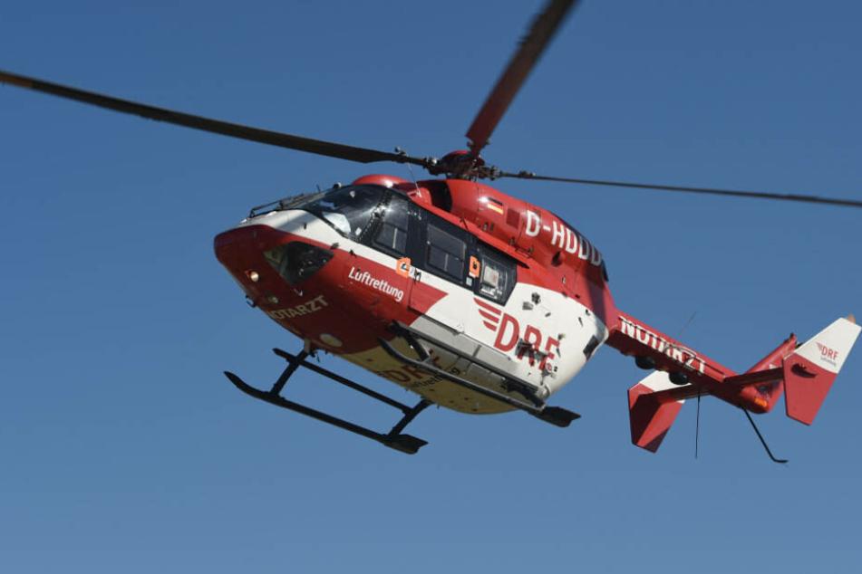 Der 72-Jährige wurde mit einem Rettungshubschrauber in eine Spezialklinik gebracht (Symbolbild).
