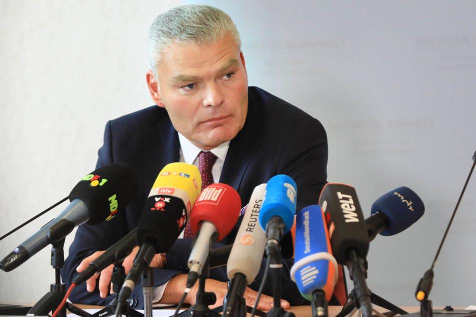 Durch die Handlungen der AfD entsteht laut Sachsen-Anhalts Innenminister Holger Stahlknecht (CDU) die Gefahr, dass Rechtsextreme salonfähig gemacht würden.