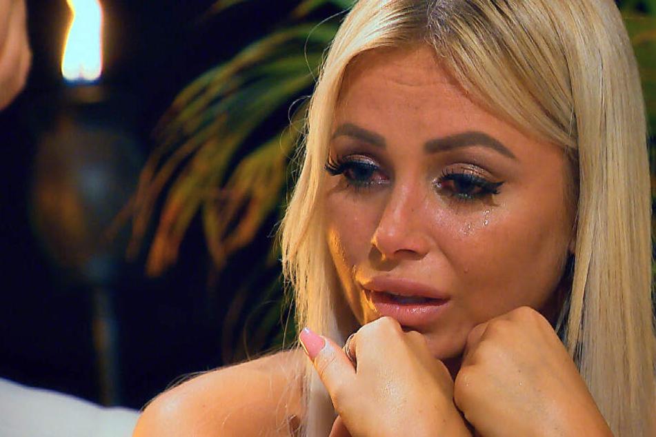 Bachelor: Jade steigt trotz Rose aus! Laufen dem Bachelor die Frauen davon?