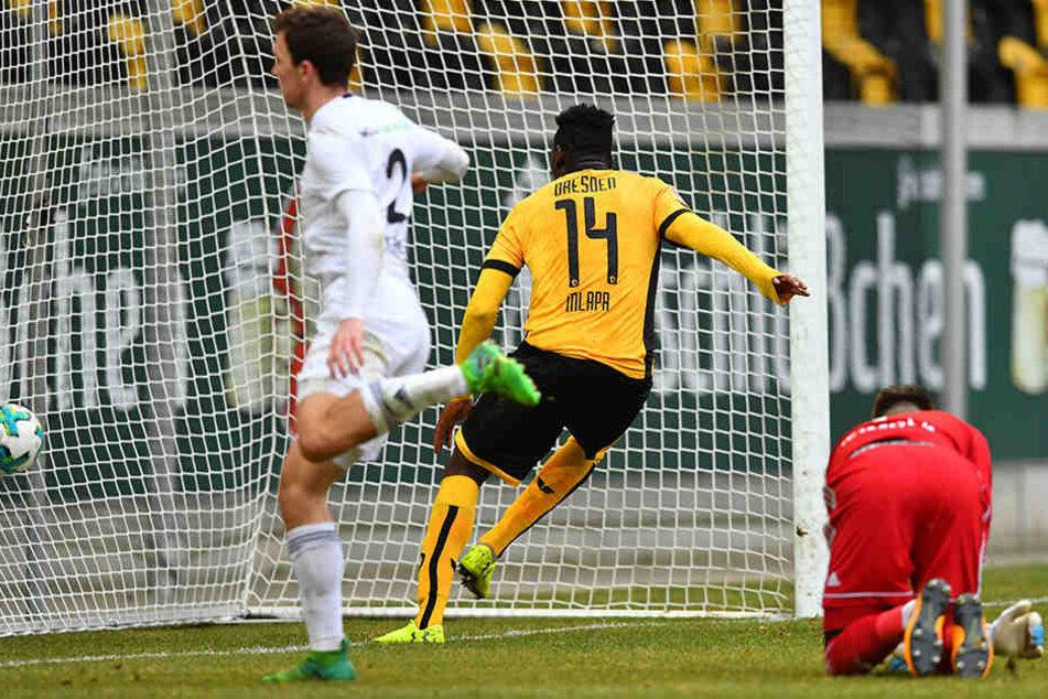 Peniel Mlapa (Nummer 14) drückt den Ball nach schöner Vorarbeit von Lucas Röser zum 1:2 über die Linie.