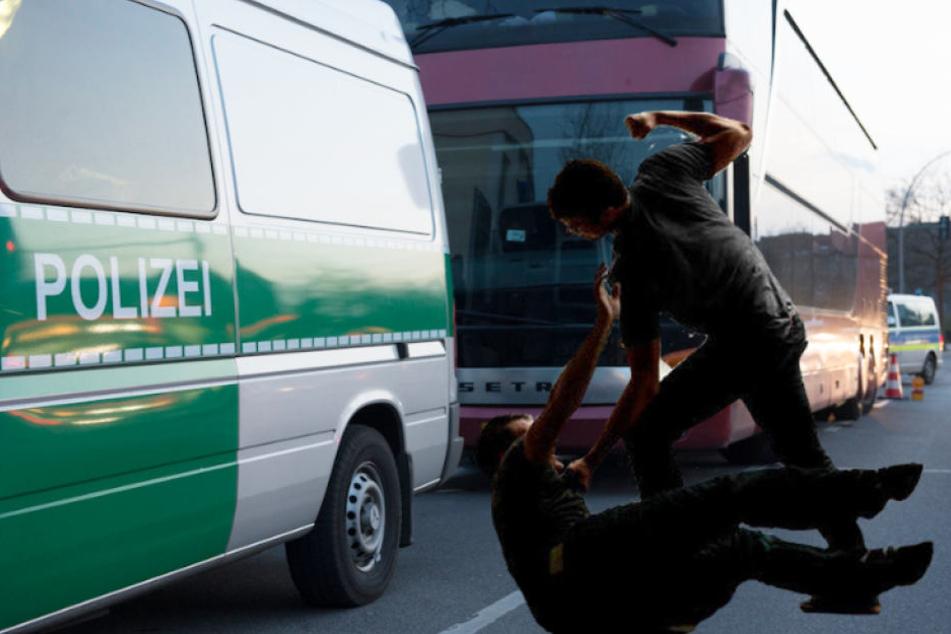 Schlägertrupp attackiert Fußball-Fans auf Rastplatz: Vier Verletzte!