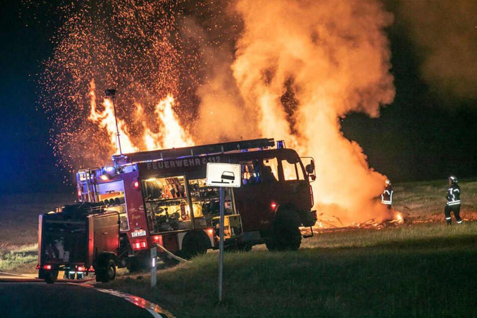Besonders erschwerend für die eingesetzten Kräfte der Feuerwehr war die große Hitze und die enorme Höhe der Flammen.
