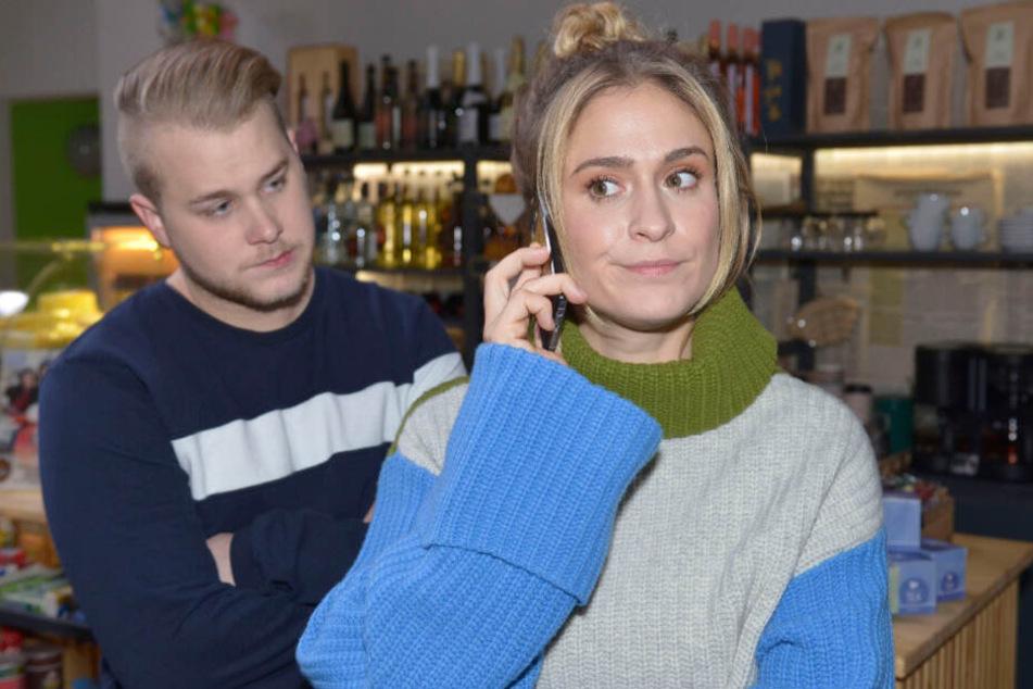 Sophie weiß nicht, ob sie das Angebot aus Singapur annehmen oder bei Jonas in Berlin bleiben soll.