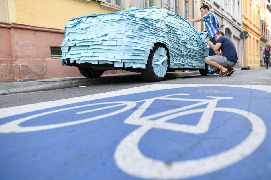 Die Rathausmitarbeiter haben es satt, dass ständig Leute auf dem Fahrradweg parken.