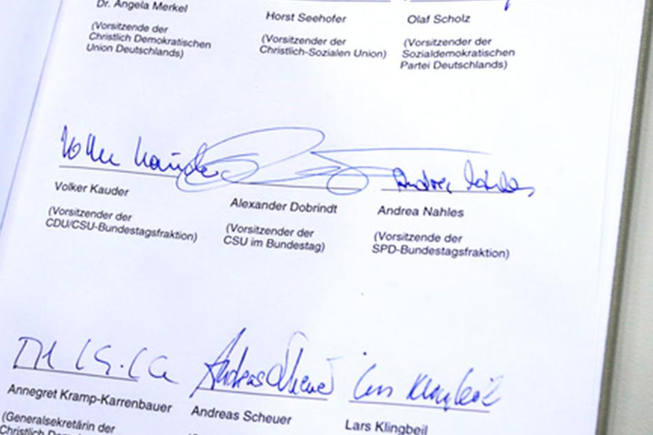 So sieht das Regierungsprogramm mit den Signaturen der Politiker aus.