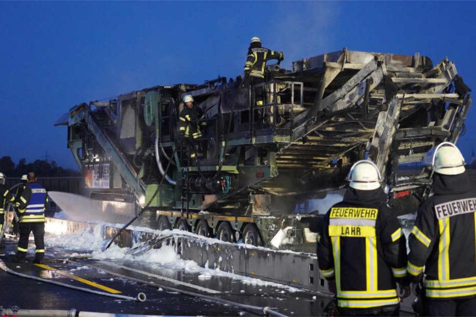 Der Auflieger mit der verbrannten Ladung.