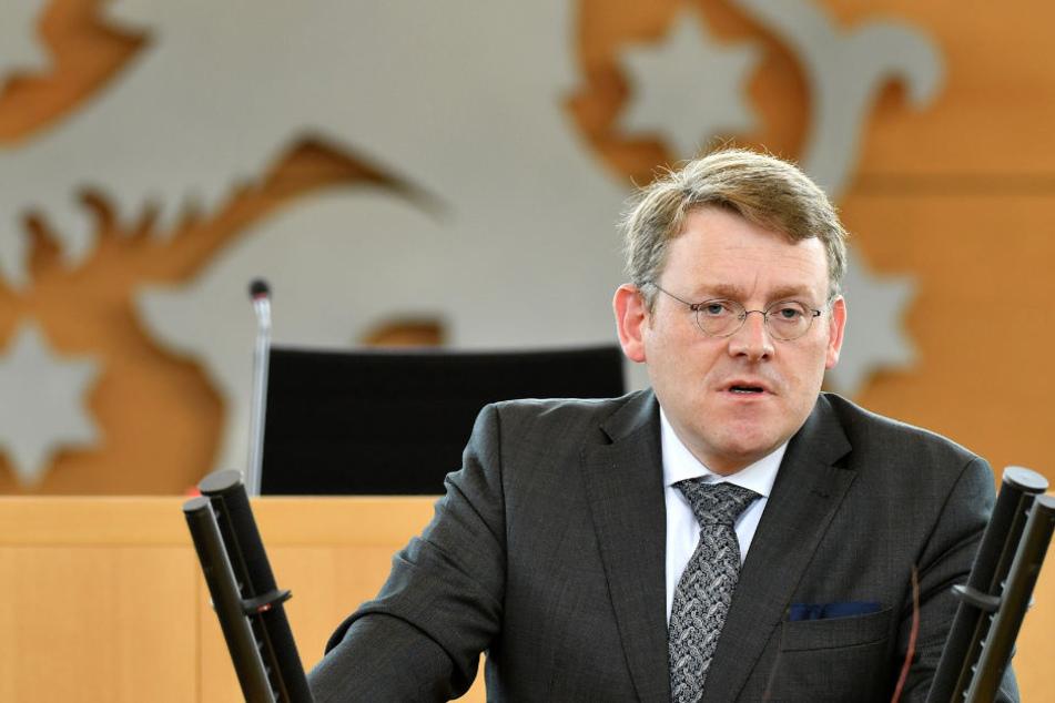 Landtagspräsident Christian Carius will ein Ende der Beobachtung gegen Björn Höcke.