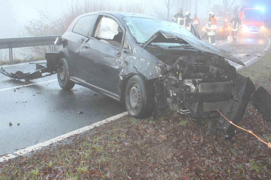 Schwer verletzt: Fahranfänger verliert Kontrolle über Fiat und überschlägt sich