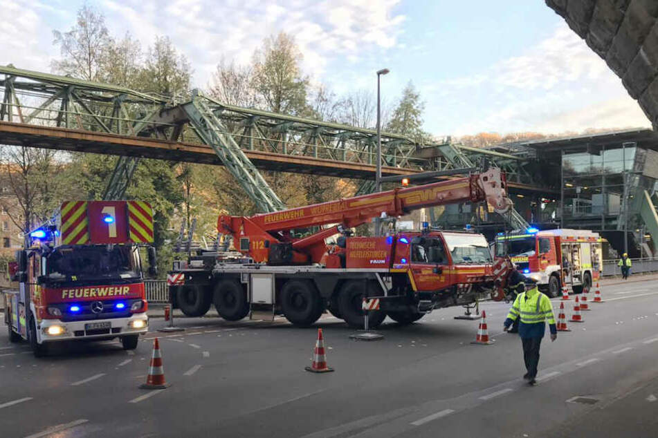 Nach Unfall: Wuppertaler Schwebebahn fährt frühestens ab August!