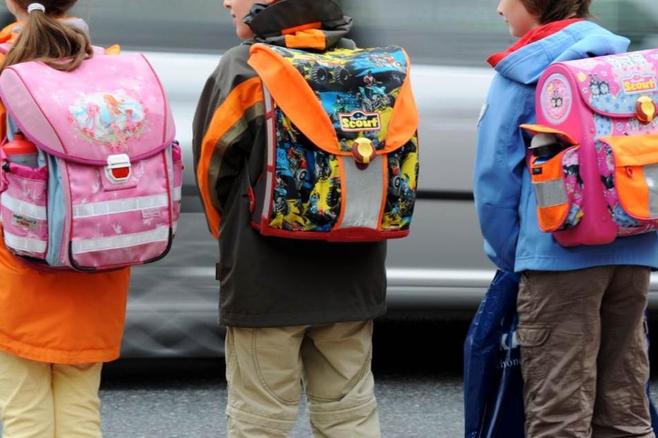 Auf dem Schulweg lauern einige Gefahren. (Symbolbild)