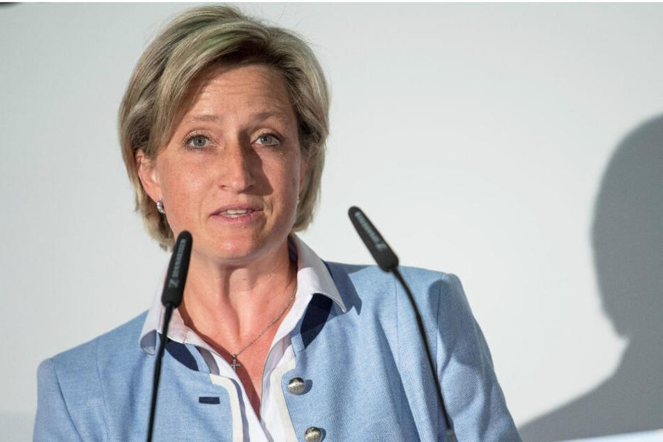 Wirtschaftsministerin von Baden-Württemberg Hoffmeister-Kraut spricht.