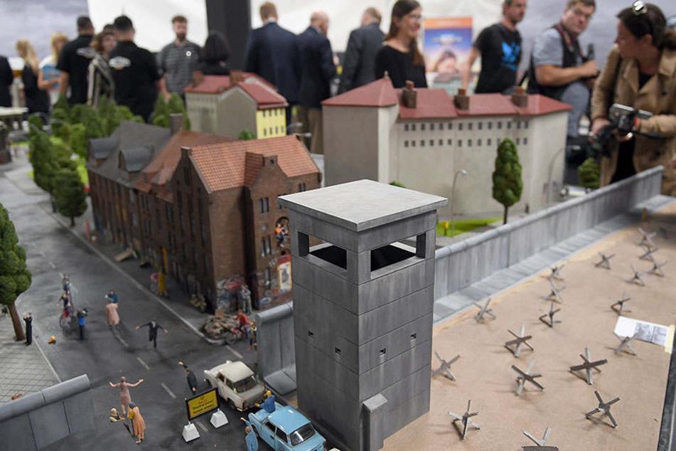 Natürlich darf die Berliner Mauer samt dazugehörigen Grenzstreifen nicht fehlen.
