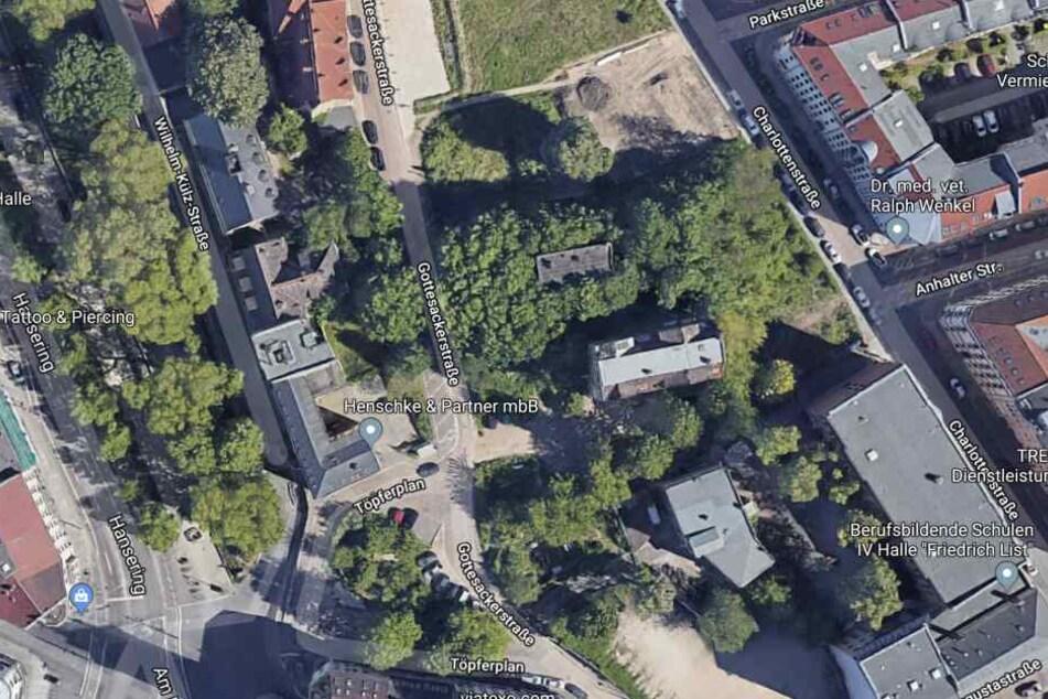 Der Vorfall ereignete sich am Samstagabend auf einer Grünfläche im Bereich Töpferplan/Gottesackerstraße.