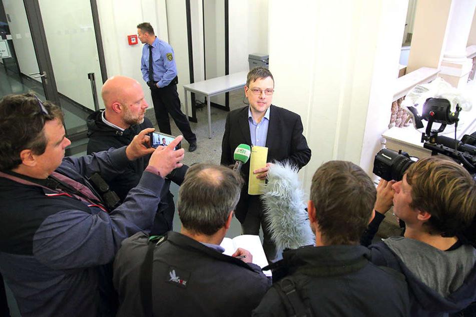 Pressesprecher vor leerem Saal: Thomas Ziegler (49), Sprecher des Landgerichtes musste der Presse und den Zuschauern erklären, warum am Freitag nicht in Sachen FKD verhandelt werden konnte