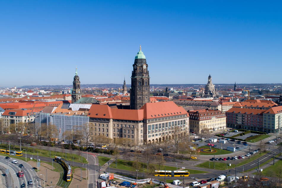 Die Stadtverwaltung droht mit Bußgeldern, wenn nicht-öffentliche Informationen das Rathaus verlassen.