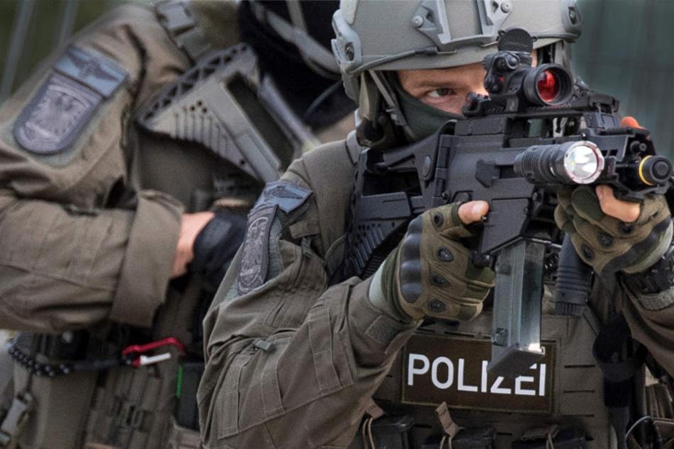 Spezialkräfte der Polizei umstellten das Haus in Fulda (Symbolbild).