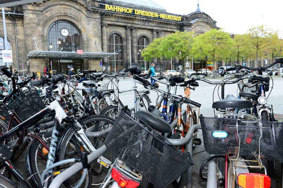 Am Bahnhof Neustadt soll ein Fahrradparkhaus entstehen.