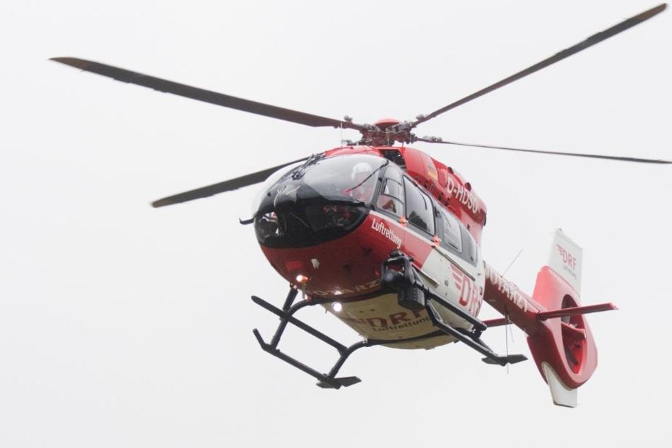 Die 16-Jährige wurde per Rettungshubschrauber in ein Krankenhaus gebracht (Symbolbild).