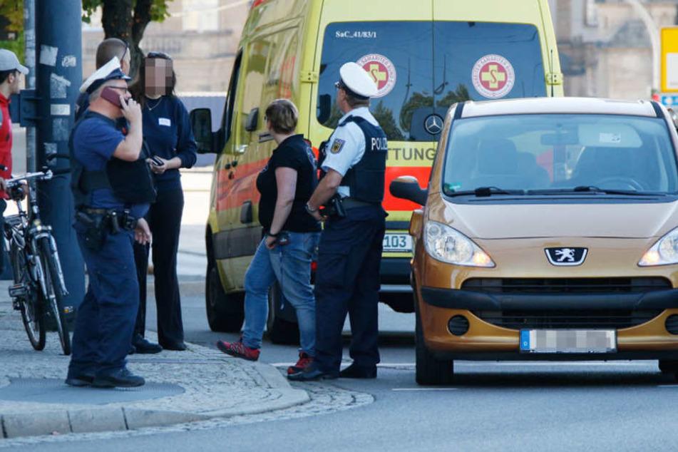 Eine 25-Jährige wurde an einer Fußgängerampel im Chemnitzer Zentrum überfallen und beklaut.
