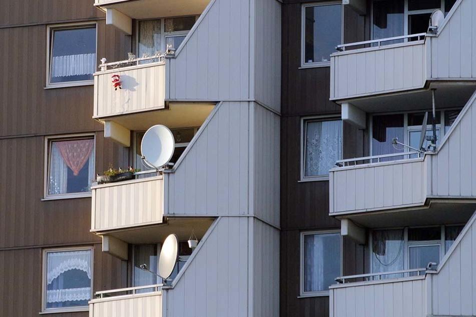 Zeil Voor Balkon : Wildgewordener mieter wirft große gegenstände vom balkon