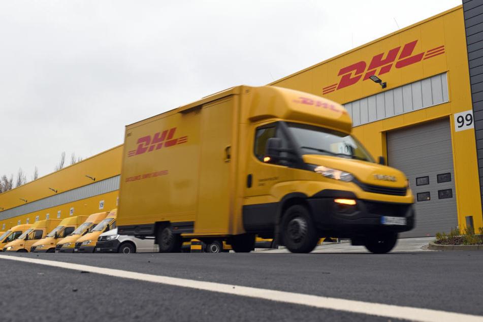 Viele DHL-Pakete blieben in Südhessen liegen. (Symbolbild)