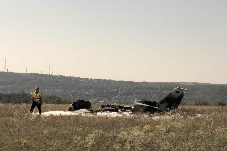 Die beiden Insassen konnten sich leichtverletzt retten.