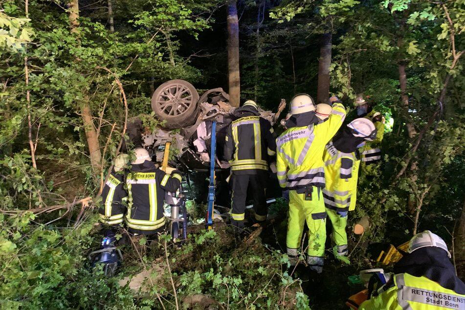 Unfall A59: Auto überschlägt sich bei Flucht: Fahrer wird aus Fahrzeug geschleudert