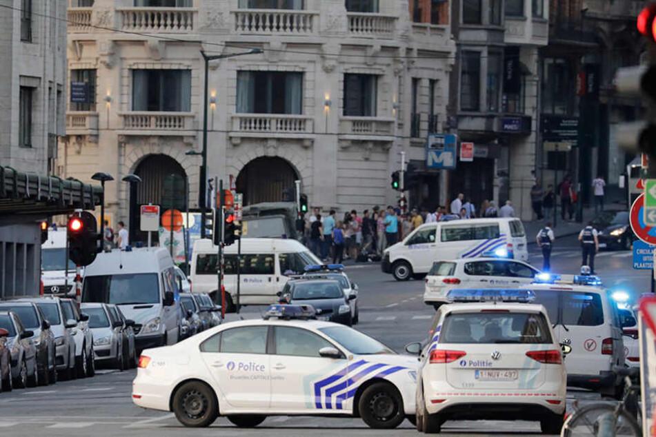 Die Polizei hat den Brüsseler Bahnhof Central nach einer Explosion geräumt.