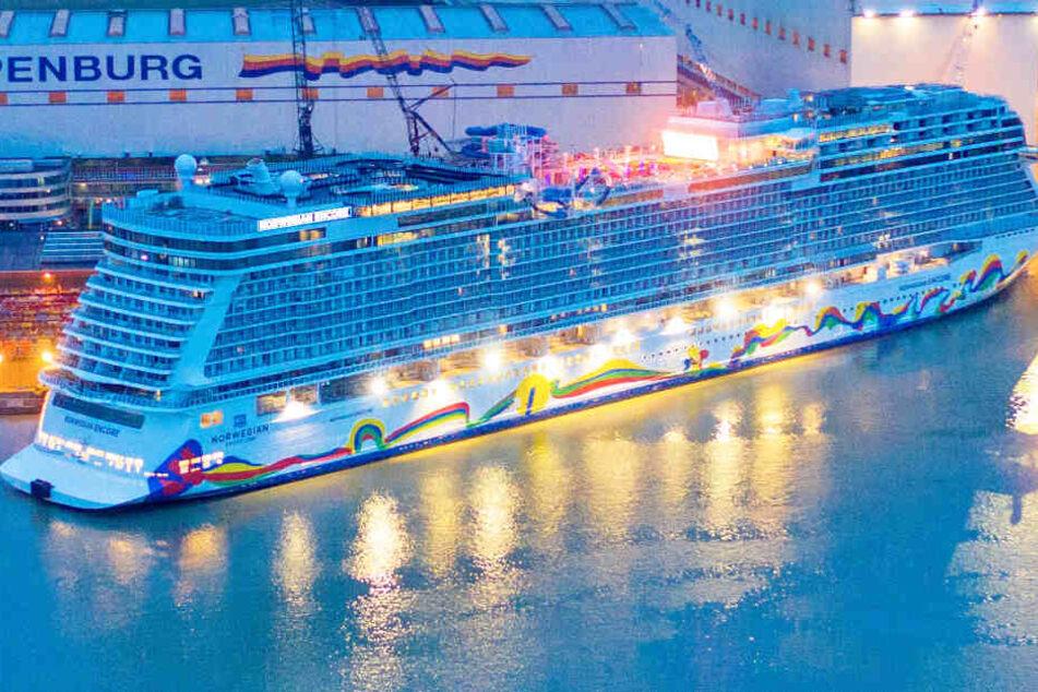 """Neues Kreuzfahrtschiff """"Norwegian Encore"""" verlässt Meyer Werft"""