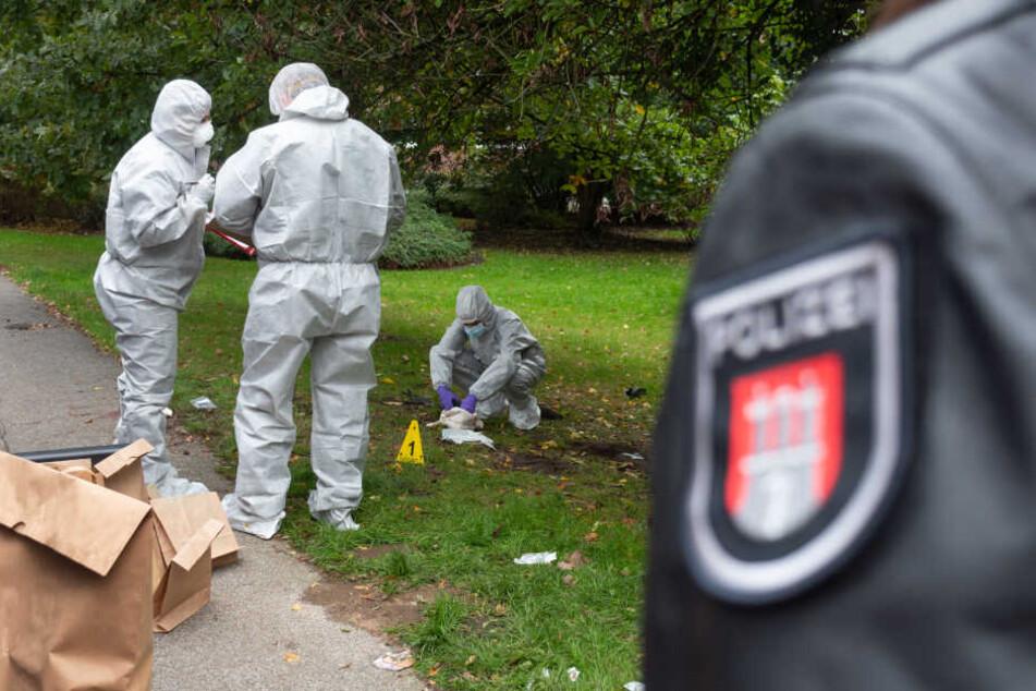 Die Spurensicherung untersucht den Tatort in Wilhelmsburg.