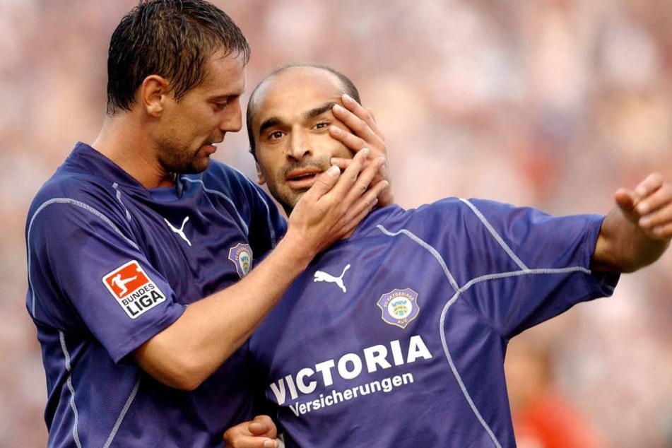 Kvicha Shubitidze (r.) erzielte am 8. August 2003 in Trier den allerersten Zweitliga-Treffer für den FC Erzgebirge überhaupt und wurde von Ronny Jank beglückwünscht.