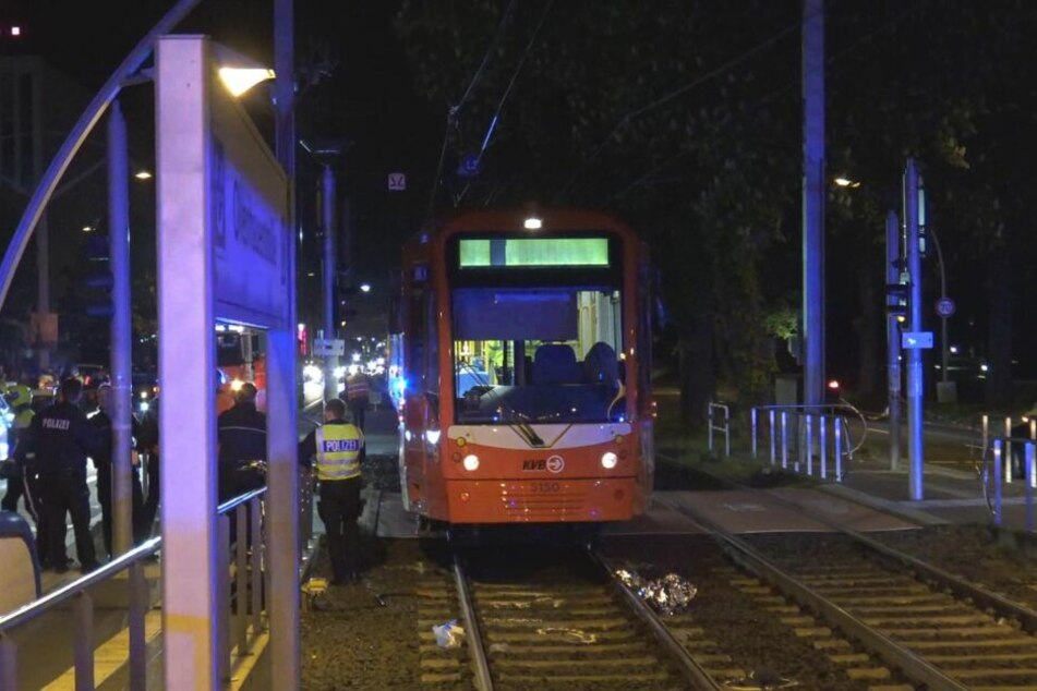 Radfahrer (32) wird von Straßenbahn erfasst