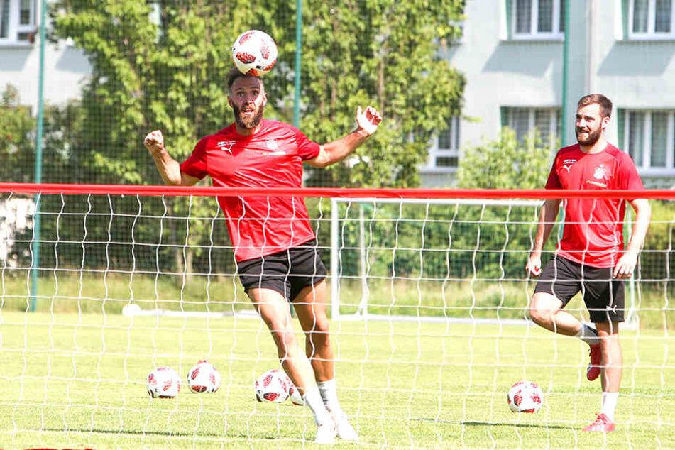 Christopher Handke (l.) und Morris Schröter treffen im heutigen Ostderby auf ihren Ex-Verein 1. FC Magdeburg.