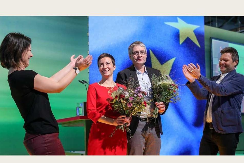 Bei der Bundesdelegiertenkonferenz in Leipzig wählten die Grünen gestern Ska Keller (36) und Sven Giegold (48) zu ihren Spitzenkandidaten für die Europawahl 2019. Die Vorsitzenden Annalena Baerbock und Robert Habeck applaudierten den frisch Gekürten.