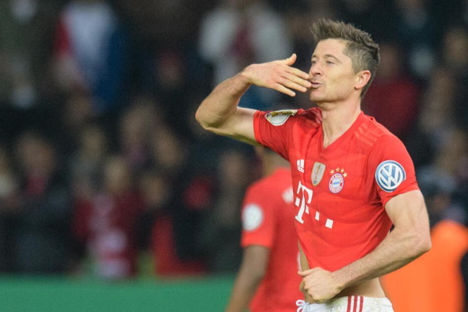 Der FC Bayern München gibt seinem Torjäger Robert Lewandowski nach Sky-Informationen einen Rentenvertrag.