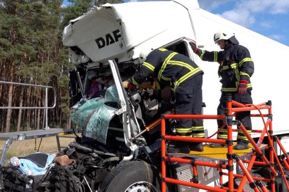 Die beiden Insassen des Lastwagens hatten keine Chance.