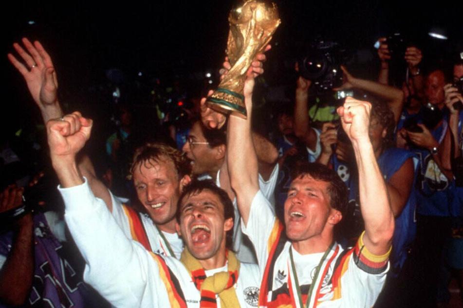 Wie sind Weltmeister. 1990 feierte das Land des ersten Gesamtdeutschen Titel.
