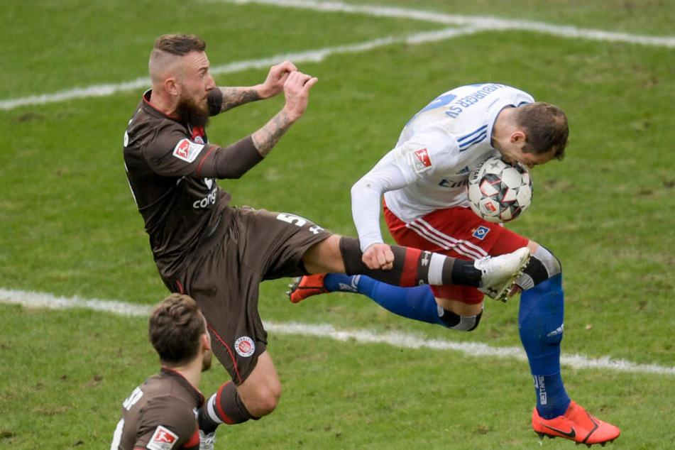 St. Paulis Marvin Knoll wird in der kommenden beim Derby nicht mehr auf Pierre-Michel Lasogga treffen. Der Stürmer verlässt den HSV.