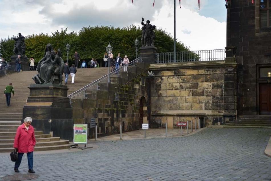 Noch müssen Besucher der Brühlschen Terrasse ihren Rollator hoch und runter tragen oder weite Umwege in Kauf nehmen.