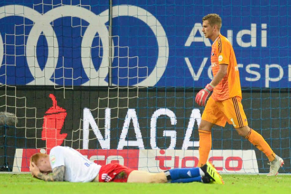 Die Hamburger um Torwart Julian Pollersbeck waren nach der Pleite niedergeschlagen.