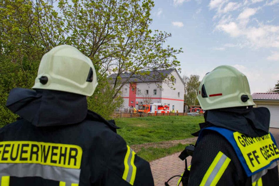 Die Feuerwehr musste am Mittag zu dem Haus ausrücken.