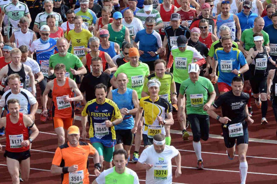 So wie hier beim jährlichen Rennsteiglauf werden auch zur Jahreswende viele Sportler an den Silvesterläufen im Freistaat teilnehmen.