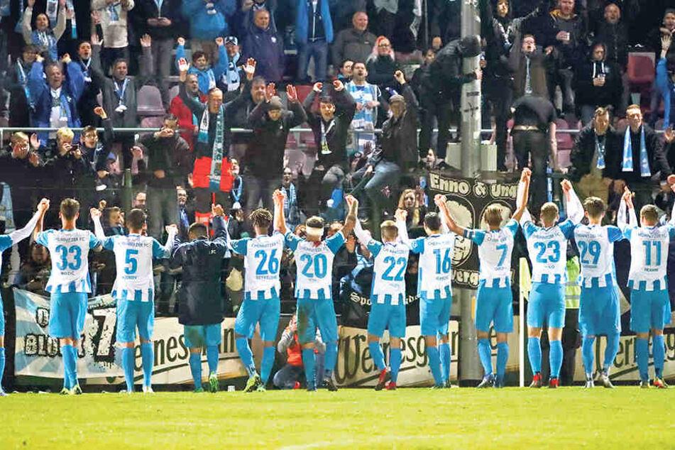 Zuletzt in Auerbach konnten die CFC-Fans mit der Mannschaft einen 2:0-Sieg feiern. Gewinnt das Team in Nordhausen erneut, ist der direkte Wiederaufstieg perfekt.