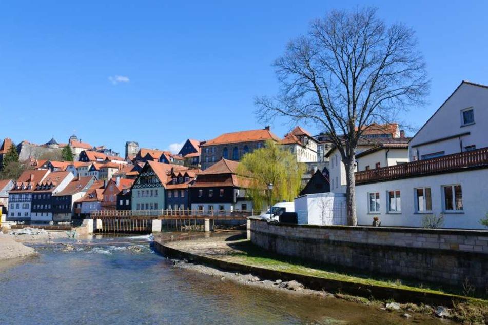 In Kronach fiel der Mann in einen Fluss. (Archivbild)