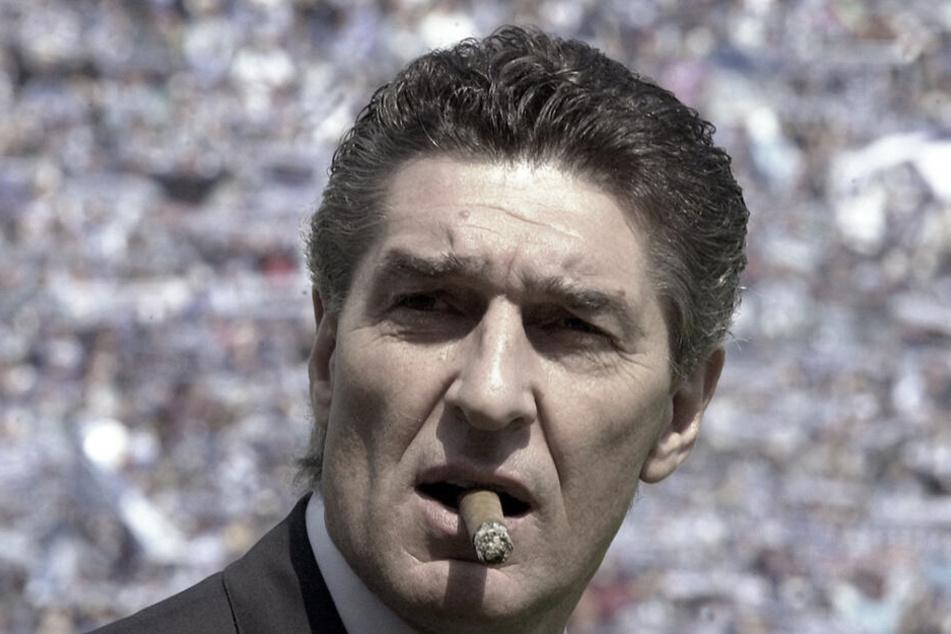 Rudi Assauer, wie man ihn kannte: Mit einer Zigarre im Mund und einem flotten Spruch auf den Lippen.